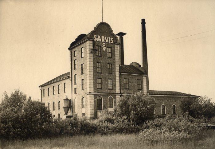 Sarvis Oy:n ensimmäinen tehdasrakennus 1920-luvulla.